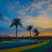 漫步沙滩,沐浴湖风,赏旖旎美景,沉醉在湖滨的柔情里!